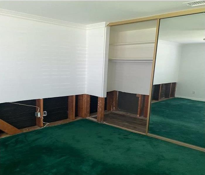 white walls, green carpet, empty room